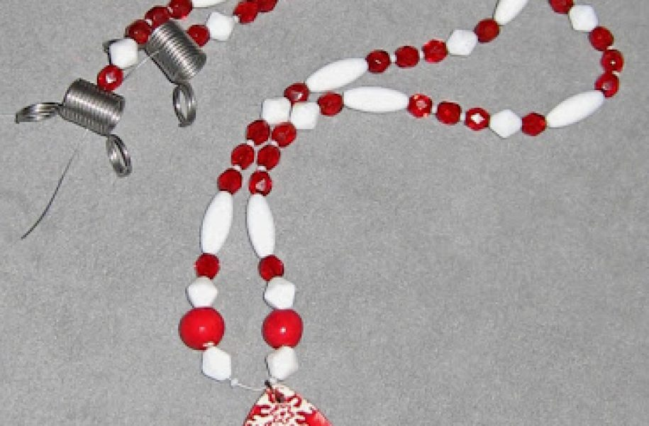 red-snowflake-necklace-1a